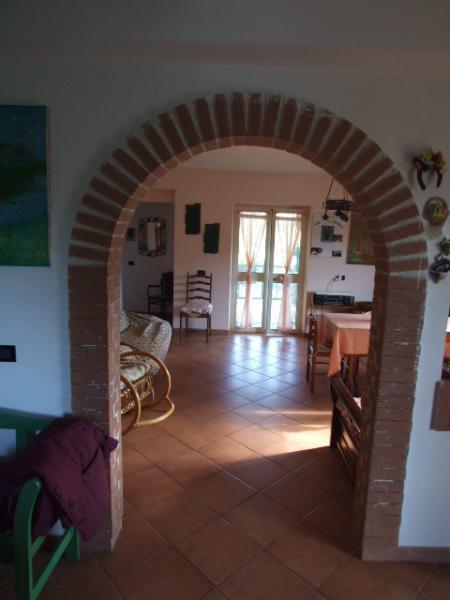 Agenzia immobiliare villa rieti toffia - Sala e cucina ...